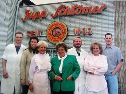 Von links: Thomas Haß, Martina Schneider, Hildegard Schockhoven, Therese Schlömer, Heinz Schlömer, Karin Schlömer, Josef Schlömer (1992)